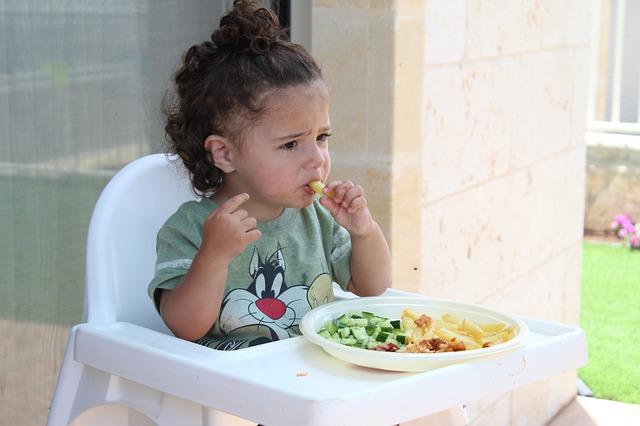 Trebamo li tjerati djecu da pojedu sve što im je na tanjuru?